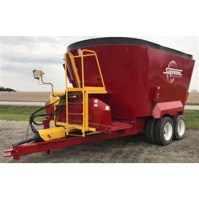 Photo 5. SUPREME 1200T mixing wagon
