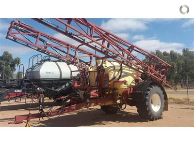 Photo 4. Hardi 5033 Series 1 boom sprayer