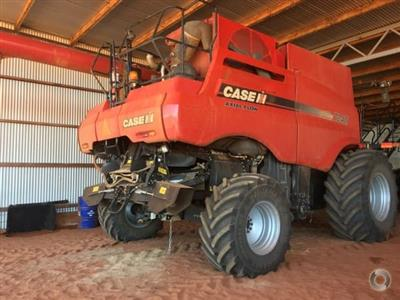 Photo 4. CASE IH 7240 combine harvester