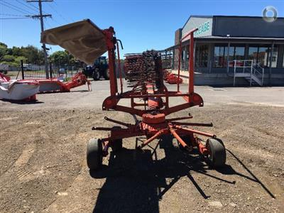 Photo 4. Kuhn GA4101 hay rake